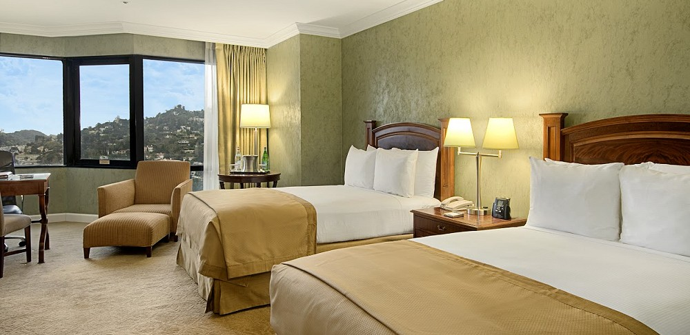 Hilton Los Angeles Universal City guestroom QQ